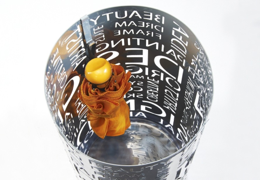 https://terrapalme.de/media/image/locker/Schirmstaender-Letters-aus-Metall-Stimmungsbild.jpg